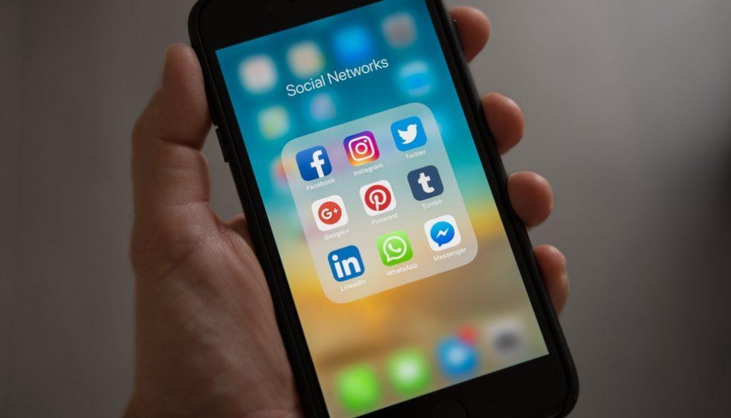 design-pro-para-social-media-flyer