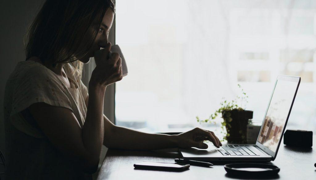 os-melhores-cursos-de-home-office-para-ganhar-dinheiro-em-casa
